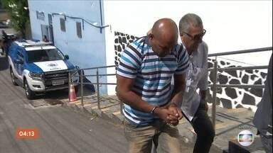 Assassino de mestre de capoeira na BA é condenado a 22 anos de prisão - O assassino do mestre de capoeira Moa do Katendê foi condenado a 22 anos de prisão em regime fechado. O barbeiro Paulo Sérgio Ferreira de Santana esfaqueou a vítima depois de uma discussão política nas eleições de outubro do ano passado.
