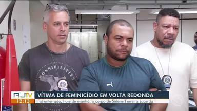 Enterrado em Volta Redonda corpo de mulher morta pelo ex-namorado com tiro na cabeça - Elias Paulo Ferreira, de 37 anos, não aceitava o fim do relacionamento, diz Polícia Civil. Amigo de infância dele também foi preso por envolvimento no crime.