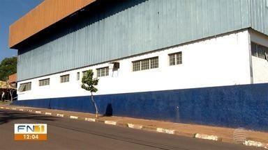 Prefeitura apaga grafites de muros do Ginásio de Esporte de Álvares Machado - Atitude desagradou a população da cidade.