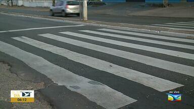 Motoristas e pedestres reclamam de faixa de pedestre em São Luís - Faixa de pedestres em frente à uma escola situada no bairro Angelim, na capital, não é respeitada.