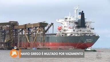 Navio grego é multado por vazamento de óleo em Rio Grande - Assista ao vídeo.