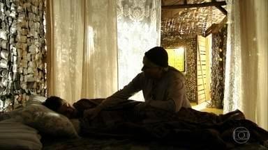 Lucinda acolhe Jorginho após separação com Nina - Jorginho se desentende com Nilo