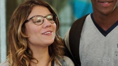 Raíssa desiste de viajar para os Estados Unidos - Carla e Thiago ficam chocados com a decisão da jovem