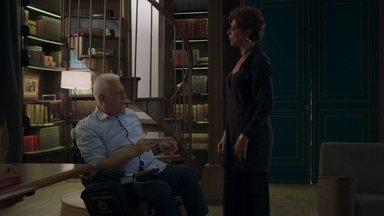 Vera fica incomodada por ter sido chamada de Paloma por Alberto - Alberto tenta se explicar