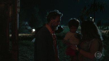 Jandir vende Domênico para Kátia - Magno enfrenta o pai e tenta impedir que o irmão seja levado embora