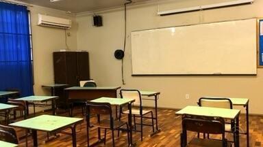 Em Ajuricaba, todos os estudantes estão sem aula - Professores das três escolas da cidade aderiram à greve estadual.
