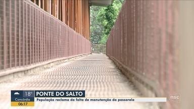 Moradores reclamam da falta de manutenção em passarela na Ponte do Salto em Lauro Muller - Moradores reclamam da falta de manutenção em passarela na Ponte do Salto em Lauro Muller