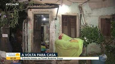 Moradores da Cidade Baixa enfrentam inundação e trânsito travado após temporal - O trânsito no Túnel Américo Simas ficou congestionado e muitas ruas ficaram alagadas na região.