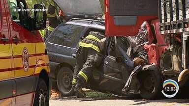 Jovem de 20 anos morreu em acidente na rodovia Oswaldo Cruz - Batida foi de manhã.