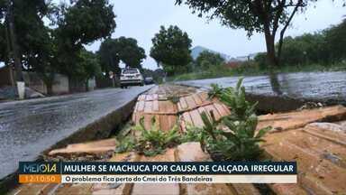Mulher se machuca após cair em calçada irregular no Três Bandeiras - O problema fica perto do Cmei do bairro.