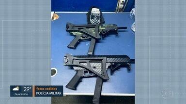 Homem chega na rodoviária do Rio com duas metralhadoras - Policiais que estavam no local desconfiaram de nervosismo demonstrado pelo homem, que foi preso em flagrante.