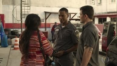 Wesley comenta que Clóvis pode ajudar a encontrar Domênico - Lurdes e Magno pedem ajuda ao policial