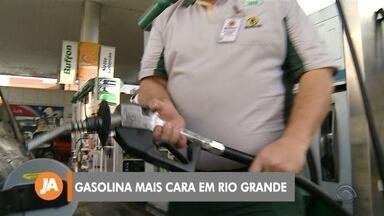 Preço da gasolina sobe até R$ 0,20 em Rio Grande - O aumento é devido a um anúncio da Petrobras que encareceu o preço da gasolina nas refinarias.