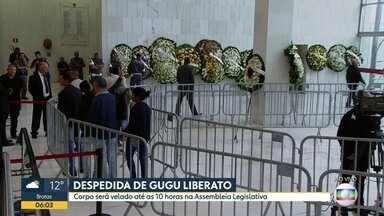 Corpo de Gugu Liberato será velado até às 10h desta sexta (29) na Alesp - Velório começou nesta quinta-feira (28) e seguiu por toda noite e madrugada de sexta-feira (29)