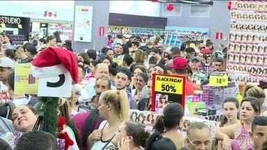 Black Friday mobiliza consumidores nesta sexta (29) - Em Belo Horizonte, muitos consumidores foram para a fila antes da meia-noite para aproveitar promoções. Movimento tem sido grande em muitas lojas da Região Metropolitana do Recife e também do interior de Pernambuco.