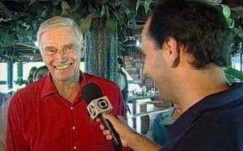 Charlton Heston no Brasil - Famoso por fazer no cinema personagens como Moisés e Ben-hur, o ator Charlton Heston, que morreu na semana passada, deu uma entrevista exclusiva para o repórter Régis Rösing durante visita à Amazônia