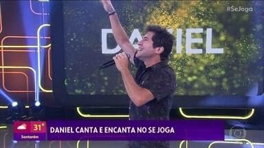Daniel canta 'Adoro Amar Você' - Cantor é o convidado surpresa e entra no palco do 'Se Joga' vestido de príncipe
