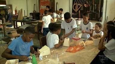 Estaleiro Escola incentiva jovens músicos no Maranhão - Na oficina de percussão, meninos e meninas aprendem a tirar sons dos instrumentos e tem a oportunidade de vivenciar a cultura, a música e os ritmos.