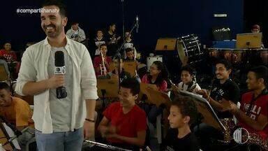 'Compartilha' promove encontro entre o Projeto Pequenos Músicos e o cantor Roger Santorini - Assista ao vídeo!
