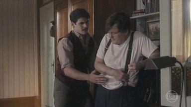 Júlio passa mal ao brigar com Alfredo - Lola pergunta qual o motico da discussão