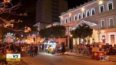 Aberta programação natalina no centro de São Luís - Muita gente saiu de casa pra ver de perto as cores do Natal que tomaram conta da cidade.