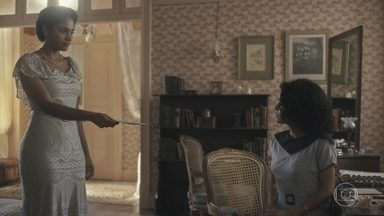 Shirley entrega a Inês uma carta de Carlos - Inês diz à mãe que está tentando escrever para Afonso