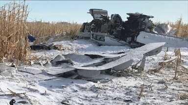 Forte tempestade de neve mata quatro gerações de uma família nos EUA - Avião monomotor levava 12 pessoas e caiu logo depois de decolar no estado de Dakota do Sul. Nove passageiros da mesma família morreram.