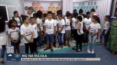 MG na Escola: Colégio Dr Péricles Vieira visita sede da TV Integração em Juiz de Fora - Cerca de 30 alunos conheceram de perto a produção dos telejornais da emissora.