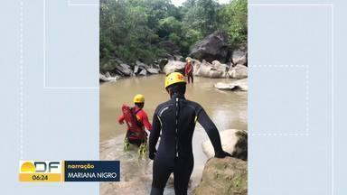 Bombeiros do DF ajudam nas buscas de turista na Chapada dos Veadeiros - Jacob Santana, de 31 anos, morador de São Paulo, desapareceu no último domingo (1) depois de ser surpreendido por uma tromba d´água no Vale da Lua.