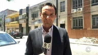 Polícia busca criminosos que furtaram armas de delegacia em Rio Grande - Bandidos entraram na 1ª Delegacia de Polícia de Rio Grande e levaram armas.