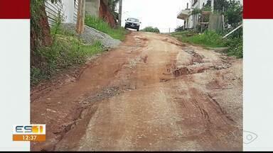 Estrada do interior de Cachoeiro, no ES, está cheia de buracos - Motoristas relatam prejuízos.