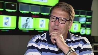 Jornalistas esportivos falam sobre Fiori Gigliotti, o locutor da torcida brasileira - Oscar Ulisses, Luciano Faccioli e José Maria de Aquino dedicaram algumas palavras a esse gênio do rádio.