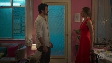 Marcos tenta se desculpar com Paloma - Paloma fica confusa com as atitudes de Marcos
