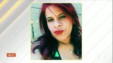 Polícia procura pistas de homem que matou a companheira a facadas no ES - A polícia procura pistas do homem que matou a companheira a facadas, em Cariacica, na região metropolitana de Vitória. Este é o segundo caso de feminicídio na mesma família.