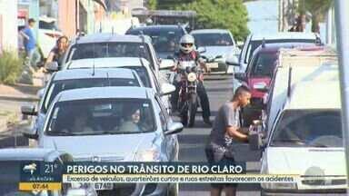 Rio Claro registra média de 3 acidentes por dia - Excesso de veículos, quarteirões curtos e ruas estreitas favorecem as ocorrências.