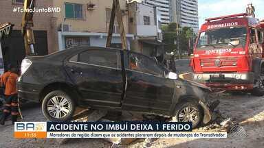 Motorista se envolve em acidente no bairro do Imbuí e é resgatado pela equipe do Samu - Na madrugada desta sexta-feira (6), o condutor bateu o carro nas estruturas conhecidas como 'gelo baiano'.