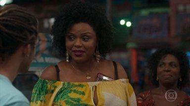 Lulu pensa em adotar Waguinho - A mãe de Waguinho dá os parabéns para o filho
