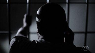 Golpes aplicados de dentro da cadeia levam a prejuízo de até R$ 300 mil - Golpe do 'falso sequestro' está mais sofisticado e busca pessoas com alto poder aquisitivo.