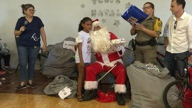 Polícia Rodoviária Estadual doa brinquedos para crianças em Cruz Alta - Presentes foram arrecadados através de parceria com os Correios.
