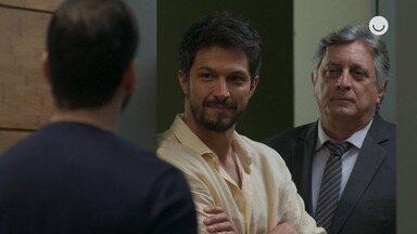 """Teaser 'Bom Sucesso' 12/12: Marcos conta que Diogo está """"fora"""" do testamento - undefined"""