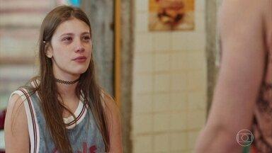Raíssa e Thiago tentam acalmar Anjinha - A menina desabafa a tristeza de ficar sem seu namorado