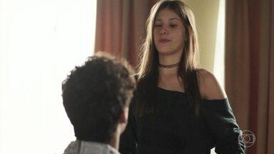 Anjinha pensa nos seu momentos especiais com Cleber - Marcos tenta ajudar sua filha nesse momento de tristeza