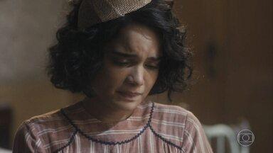 Inês fica arrasada ao ver que Carlos encontrou um novo amor - Afonso percebe a tristeza de Inês