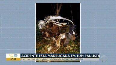 Acidente entre carro e caminhão deixa homem ferido em Tupi Paulista - Batida foi na Rodovia Comandante João Ribeiro de Barros (SP-294).