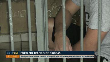 Operação contra o tráfico de drogas prende sete pessoas em Ponta Grossa - Cerca de 70 policiais participaram da ação nesta quarta-feira (11).