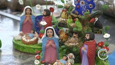 Artesãos ajudam a manter viva tradição dos presépios em Taubaté - Peças podem ser encontradas no mercado e casa dos figureiros.