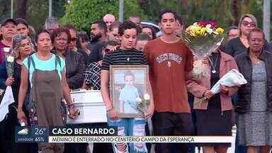 Corpo do menino Bernardo é enterrado na Asa Sul - Familiares e amigos se despediram nessa terça-feira (10), no cemitério campo da esperança, do menino morto pelo pai.