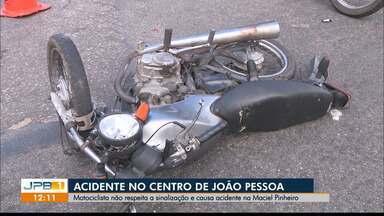 Motociclista não respeita a sinalização e causa acidente em João Pessoa - Foi na Avenida Maciel Pinheiro.