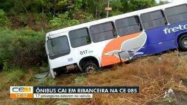 Ônibus cai em ribanceira na CE-085 - Saiba mais no g1.com.br/ce