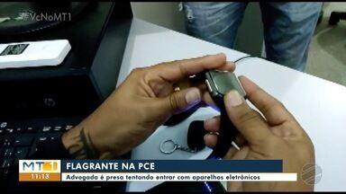 Advogada é presa tentando entrar com aparelhos eletrônicos na PCE - Advogada é presa tentando entrar com aparelhos eletrônicos na PCE.